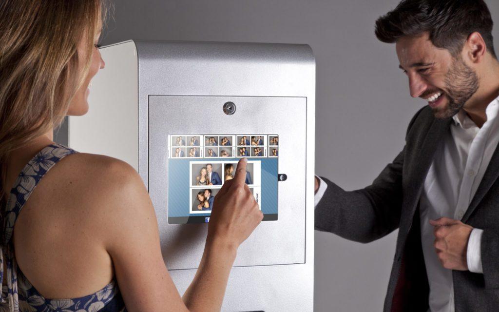 iPad panel for social media sharing